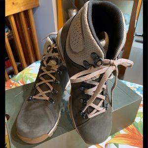 NWT & Box Timberland Alderwood Mid Hiking Boot